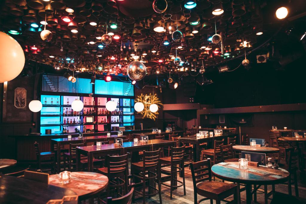 Zaal bij Café Van Buren
