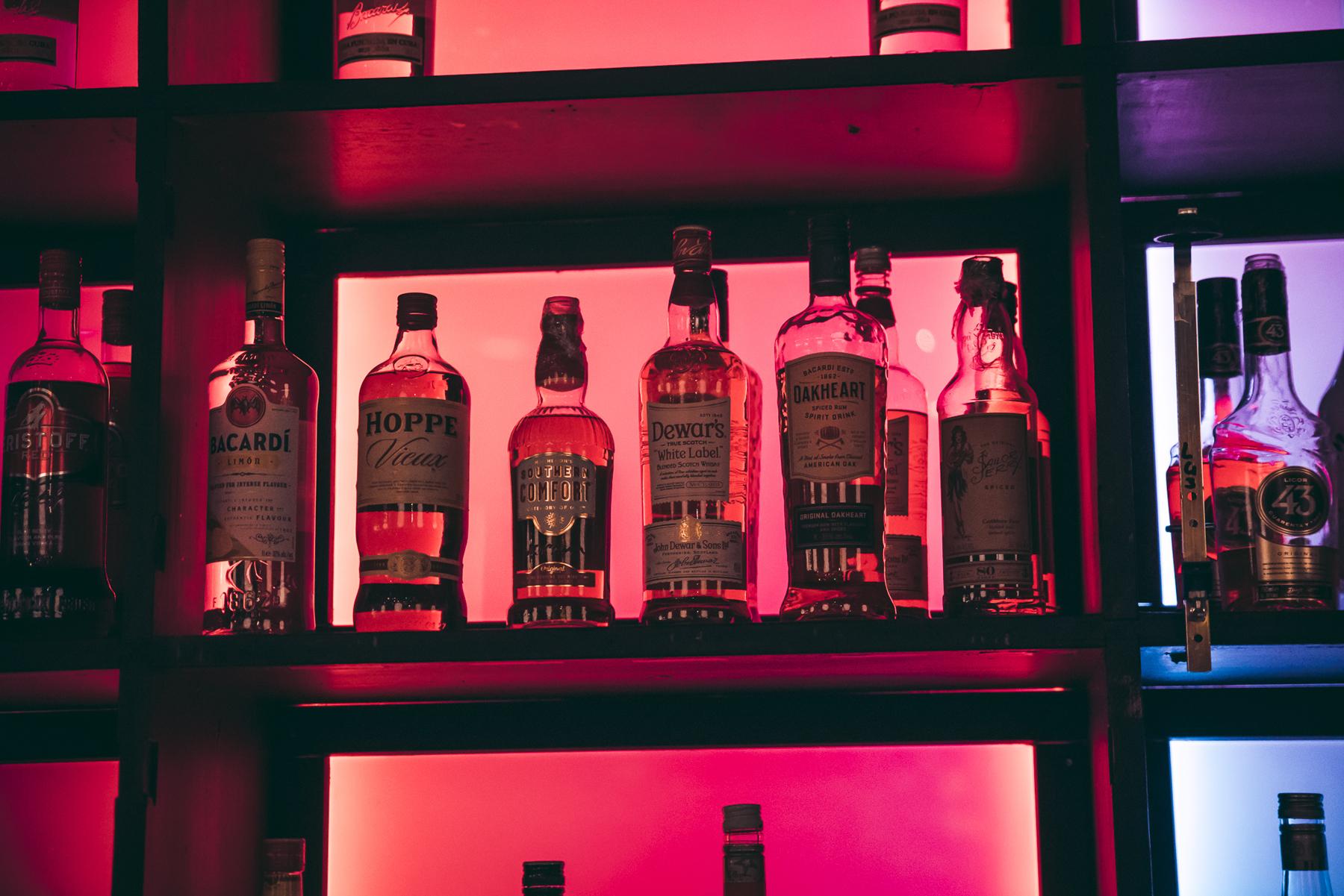 verlichte sterke drank bij Café Van Buren