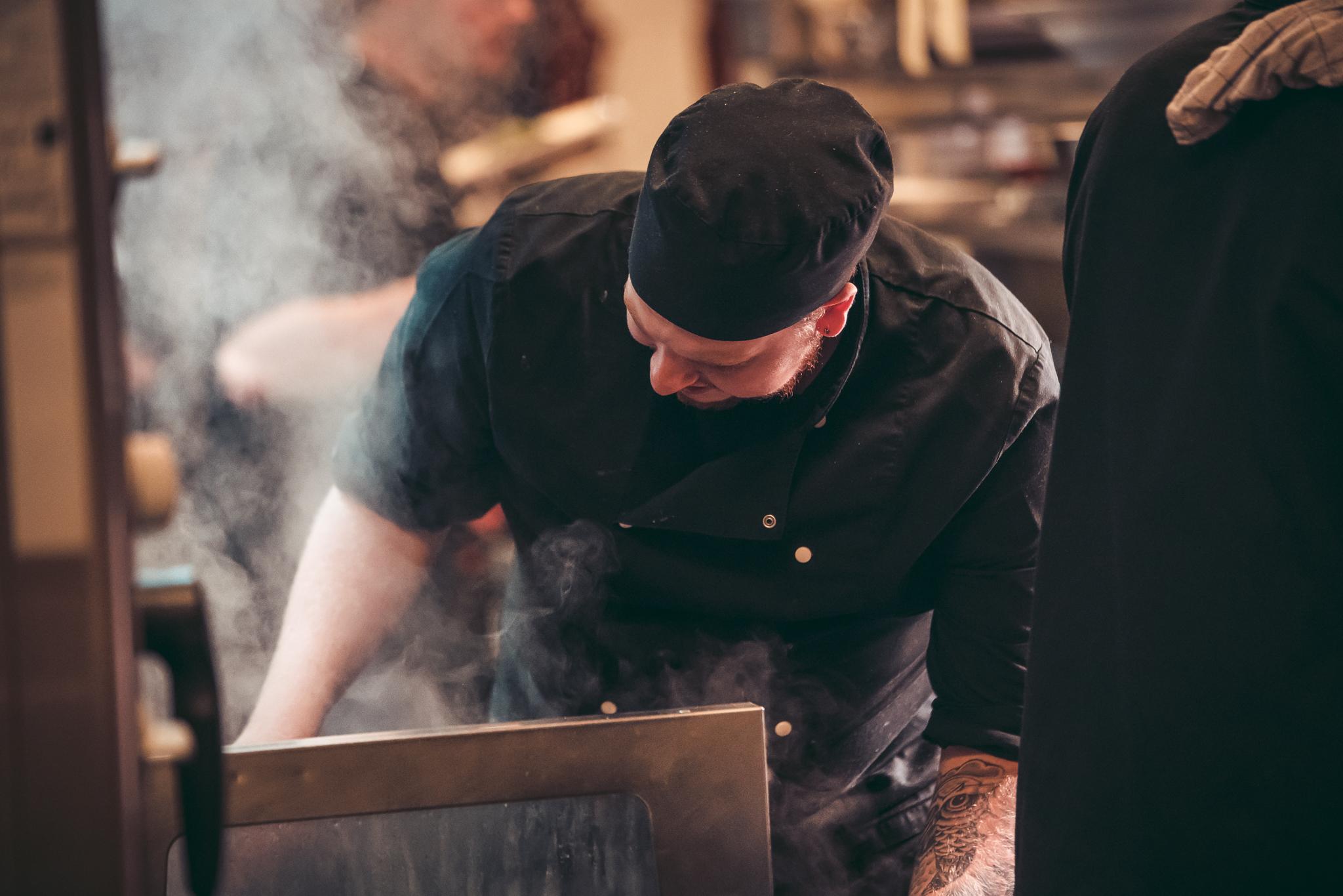 Damp uit de keuken bij Café Van Buren